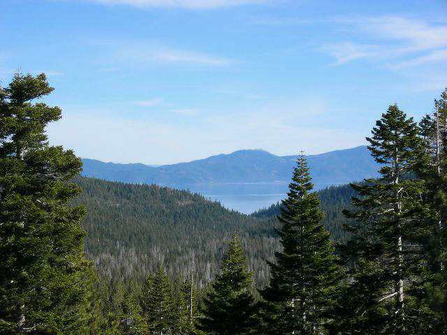 alpine-peaks-lake-view
