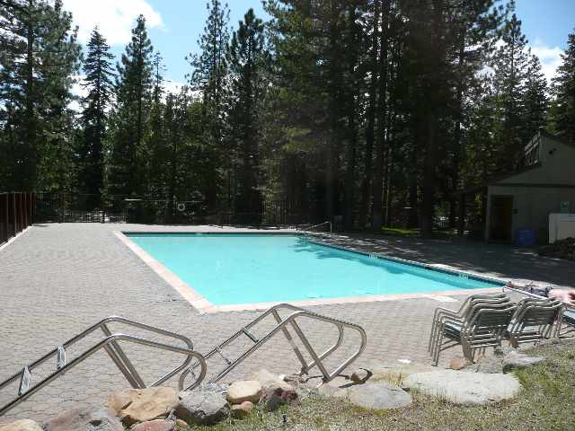 kingswood-village-pool